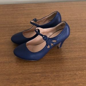 Chase & Chloe blue mary jane heels size 7